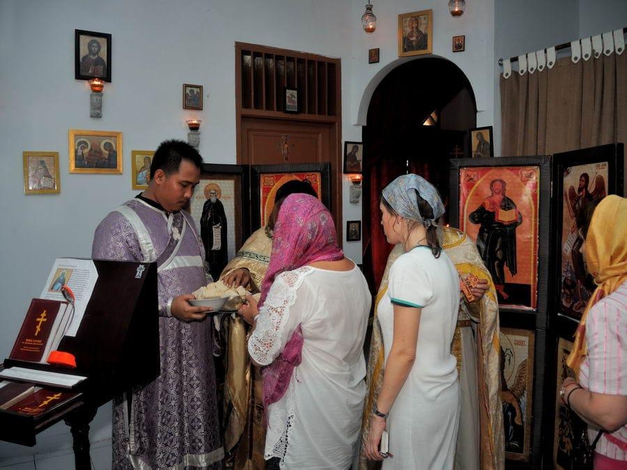 Русские паломники в православном храме Медана