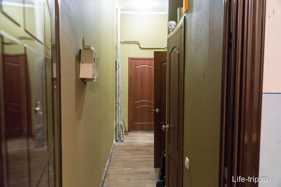 Общий коридор с еще одной квартирой, сдающейся в Airbnb
