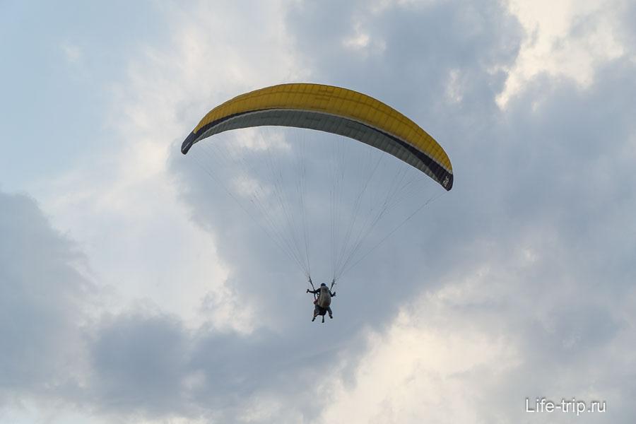 Тут летают на парапланах