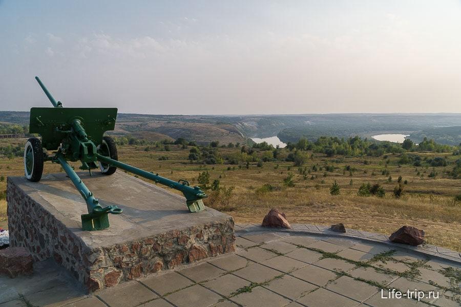 Тут же рядом Осетровский плацдарм, красивейшее место с непростой историей