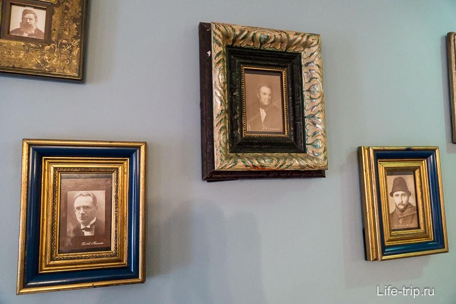 На стене висит портрет И.И.Лажечникова