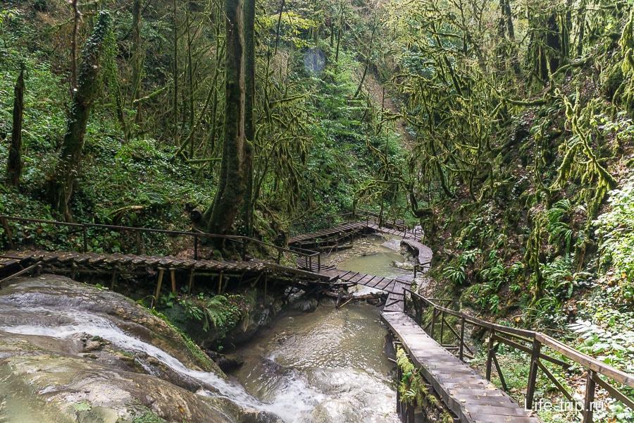 Вот они 33 водопада, уходят вниз