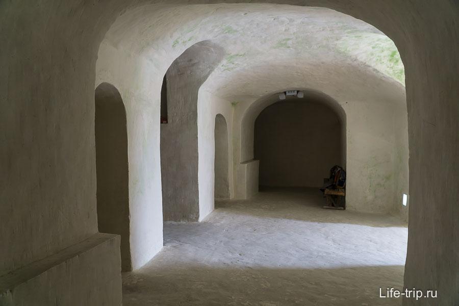 Заходим внутрь церкви Сицилийской иконы Божьей Матери