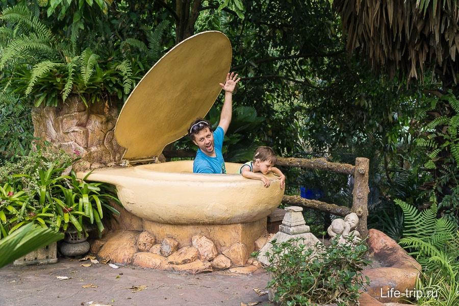 Егору очень понравился большой туалет