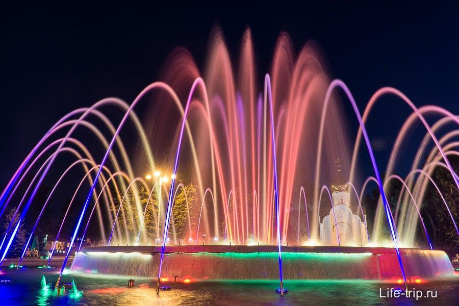 Пющие фонтаны в центре Анапы