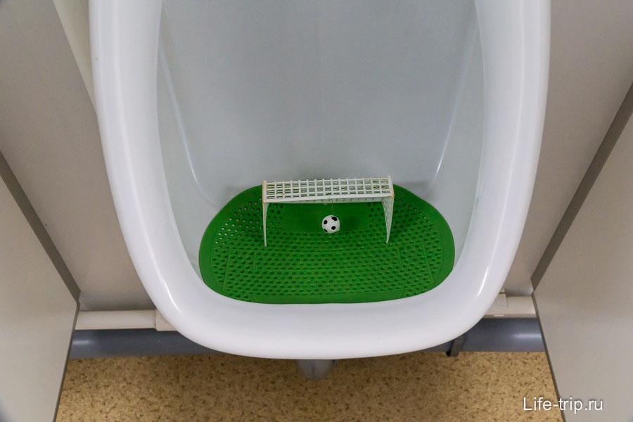 Мужской туалет в Олимпийском парке