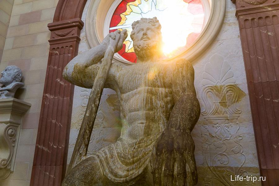 Зевс из Старого Парка в Кабардинке