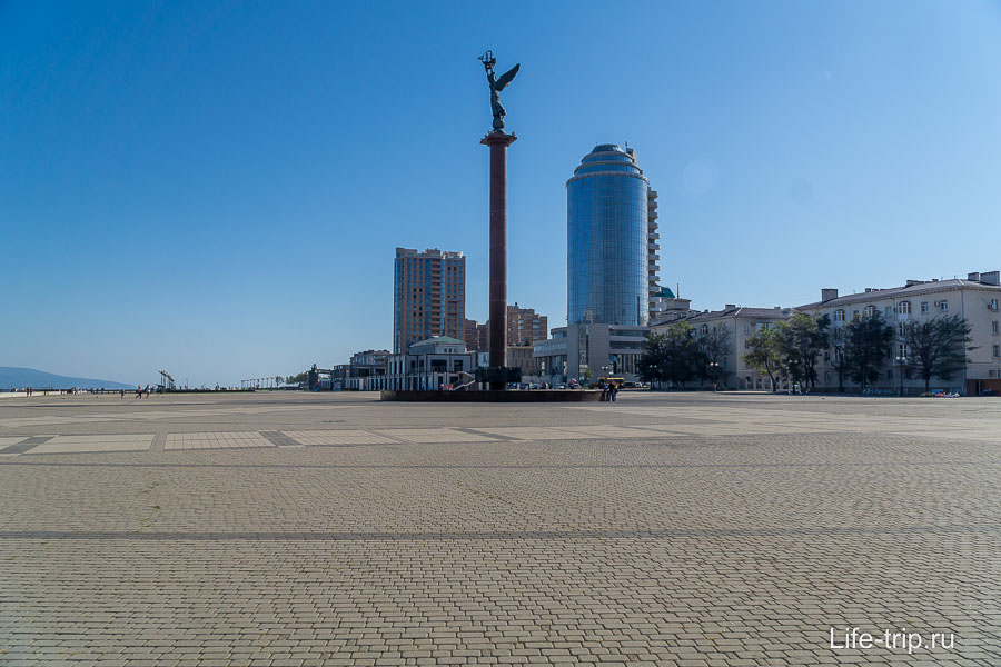 Форумная площадь у морвокзала