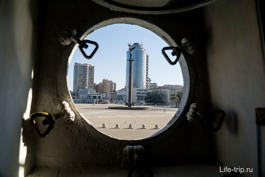 Из иллюминатора видна Форумная площадь