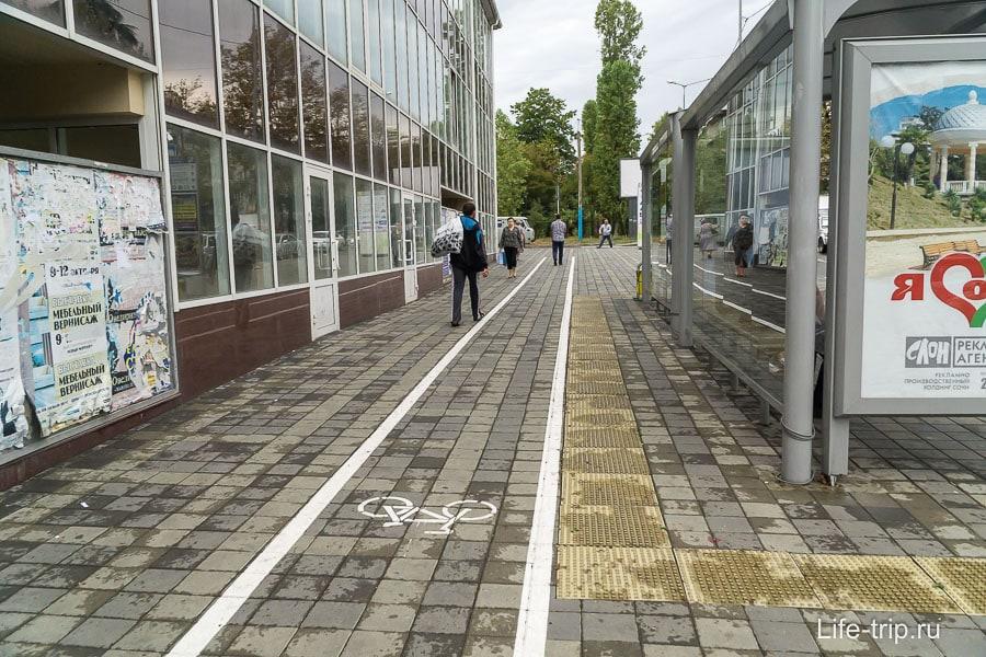 На окраинах такой же подход, что есть велодорожка, что её нет