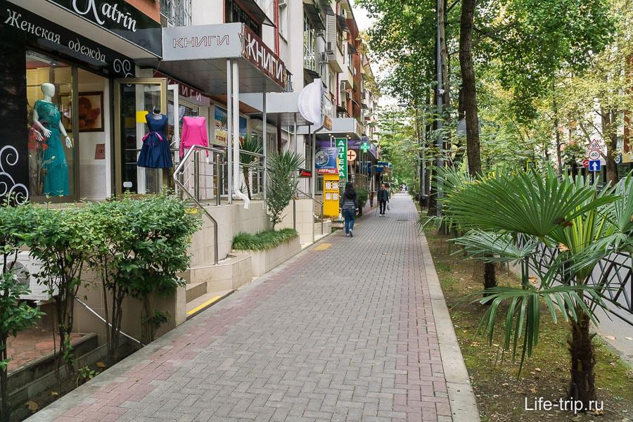 Улочка в центре Сочи