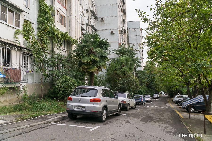 В районе Макаренко с парковкой значительно лучше