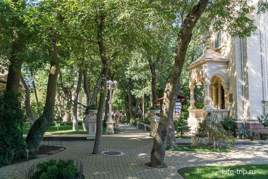Вид от входа в Старый Парк в Кабардинке