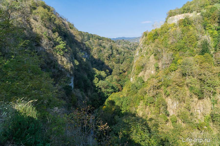 Долина реки Хоста сужается и превращается в каньон