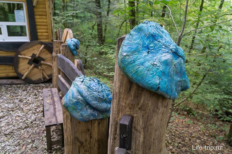 Отличная идея, как сделать шляпку с помощью мусорного пакета и цемента