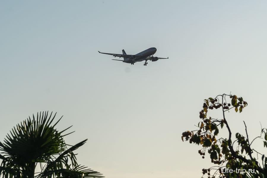 Аэропорт неподалеку и можно половить самолеты