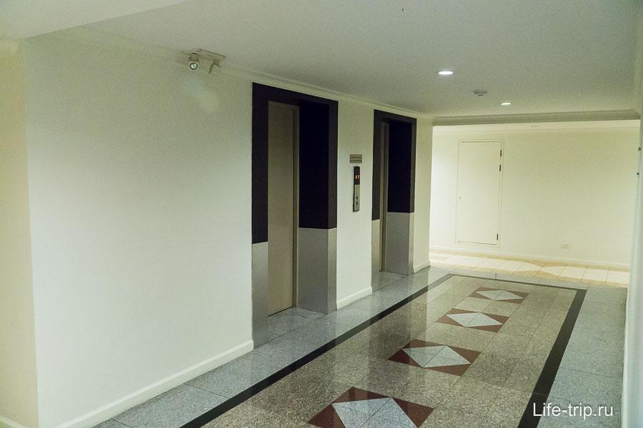 Лифты на этаже