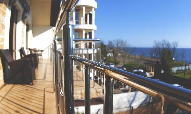 Отели в Адлере на берегу моря - список недорогих и лучших по рейтингу