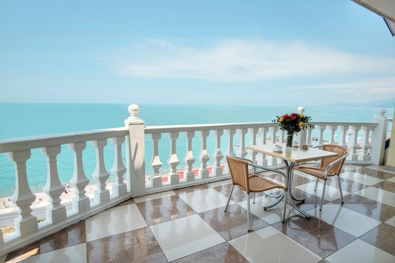 Отели в Адлере с собственным пляжем - все включено и без