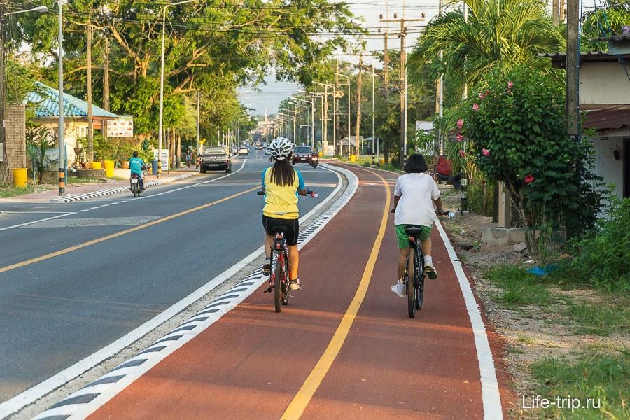 Странно видеть велодорожки в маленьком городе