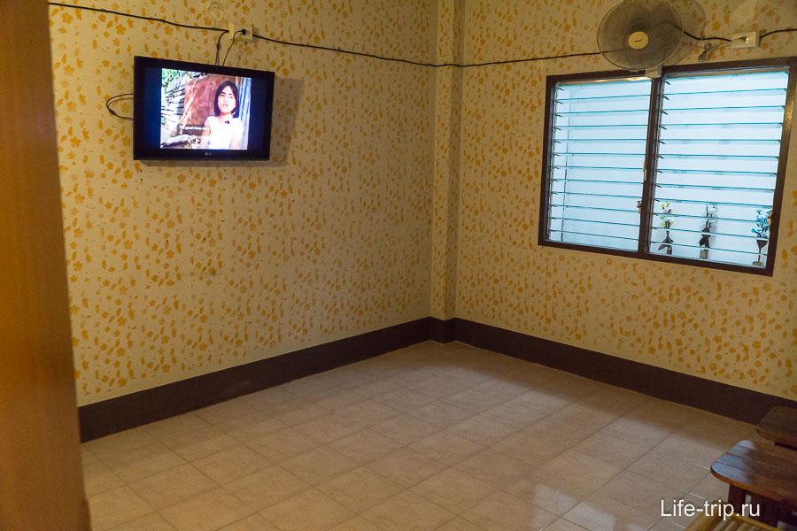 На втором этаже комнаты с телеками