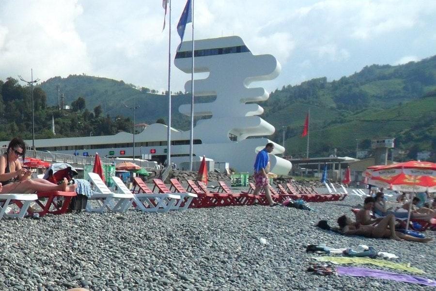 Пляж в Сарпи граничит с турецкой границей