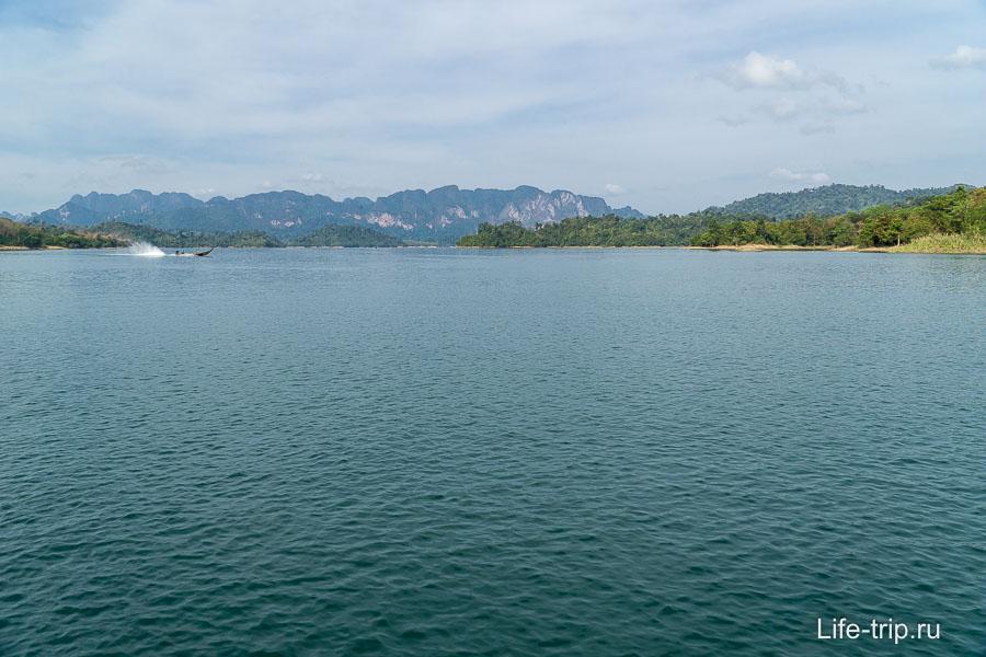 В самом начале озеро довольно обычное