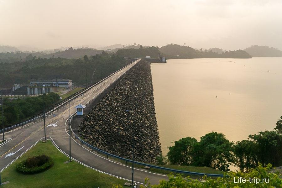Вот она дамба Ratchaprapha Dam
