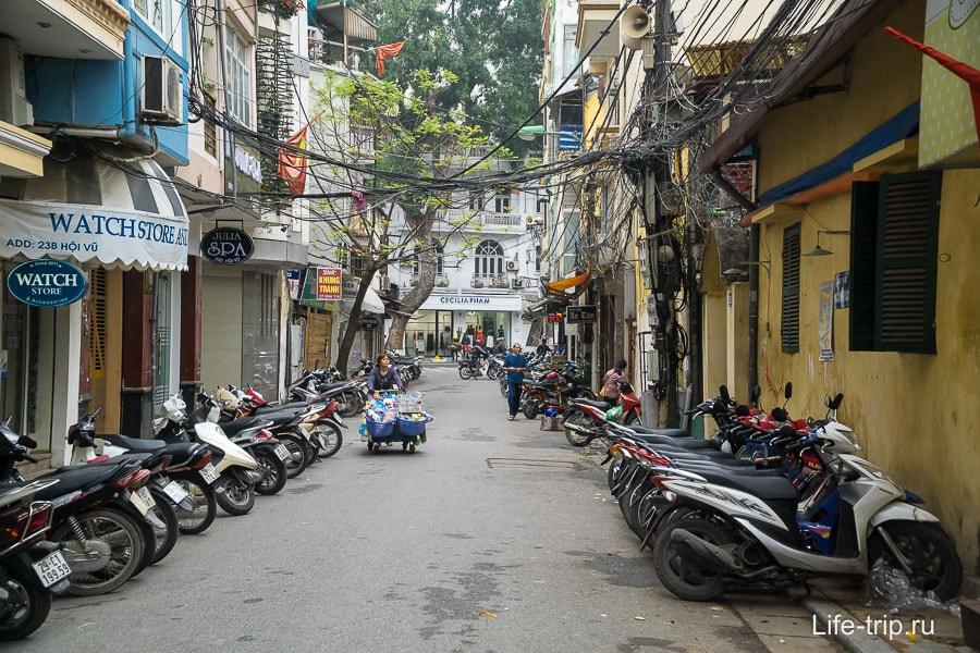 Улица в Ханое днем