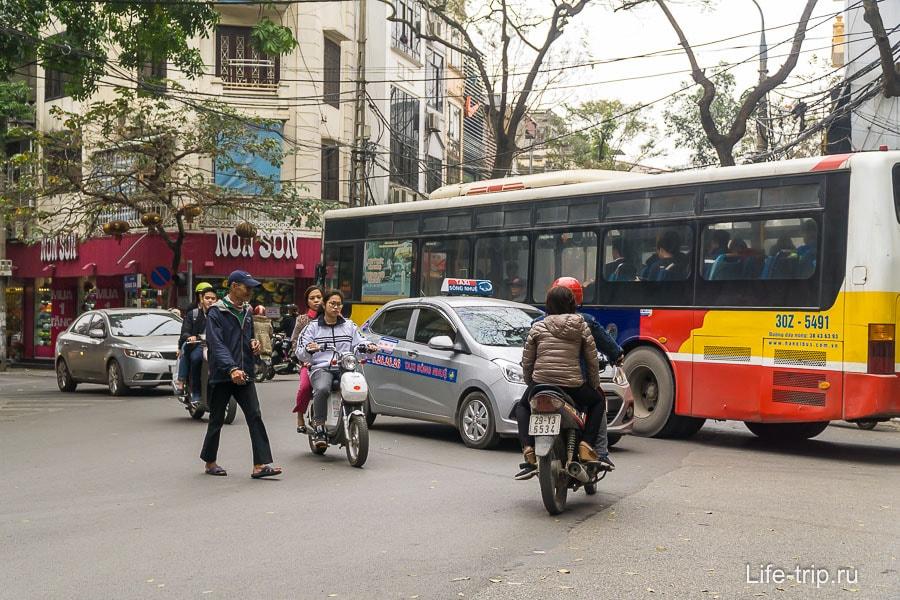 Если на перекрестке нет светофора, то творится полный хаос