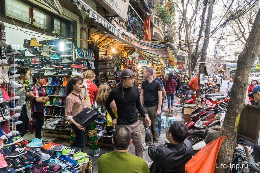 Тур квартал Ханоя, улицы заполнены торговцами
