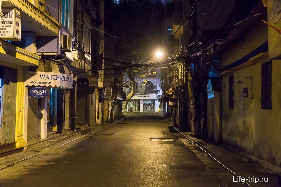 Эта же улица вечером
