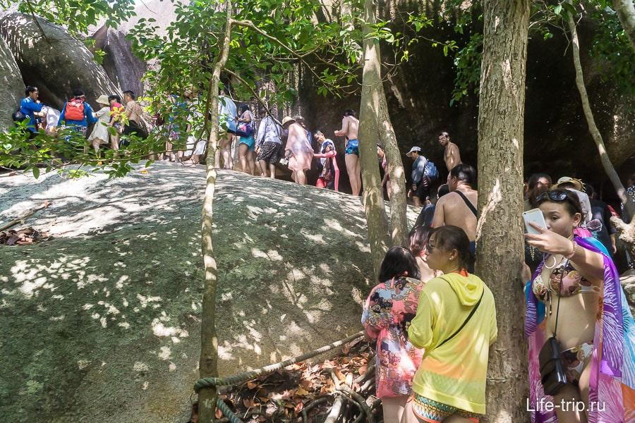 Но остров просто переполнен туристическими группами