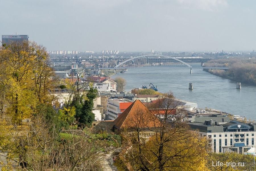 Широкий Дунай протекает через весь город