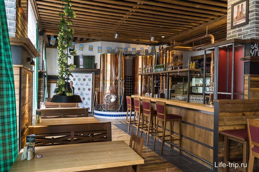Около центральной площади ресторан с настоящим разливным немецким пивом