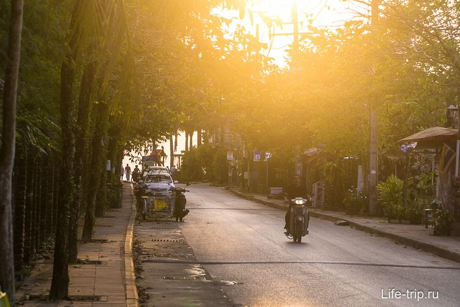Довольно милая аллея - выход Bang Niang Road к морю