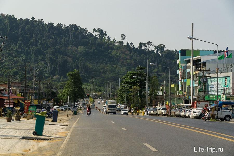 Основная трасса, проходящая насквозь через Као Лак