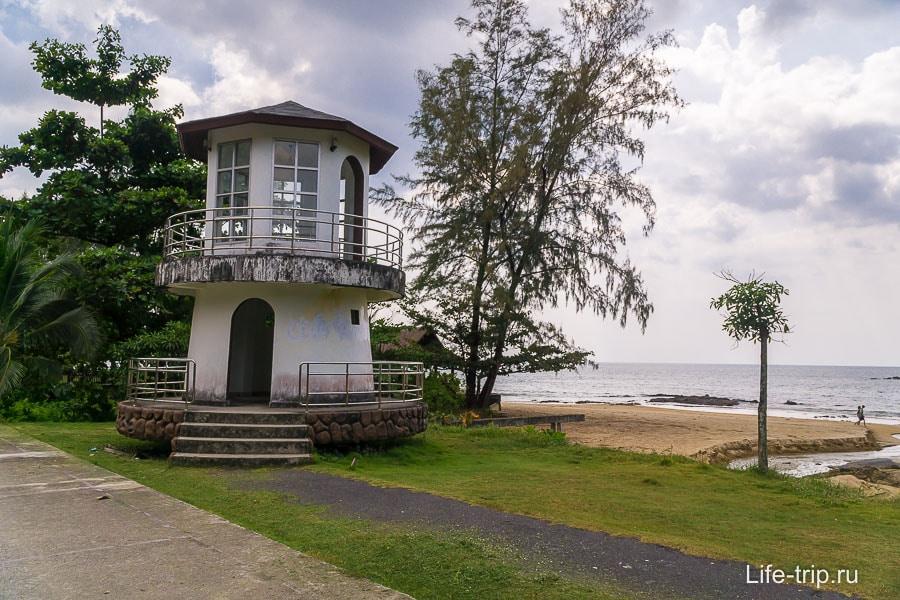 Маяк на пляже Нанг Тонг