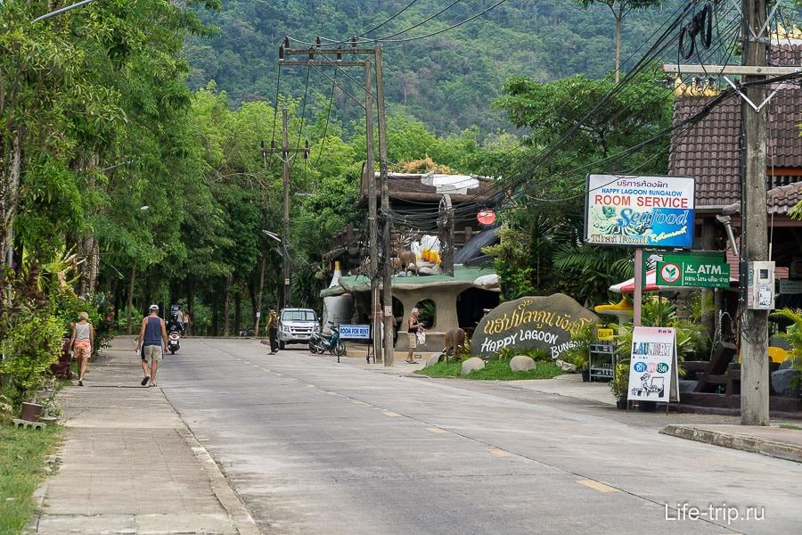 Местами очень много зелени, улица Нанг Тонг