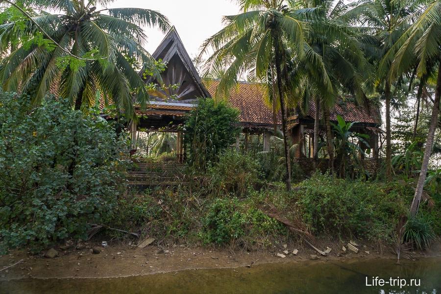 Разрушенный цунами отель на пляже Кхук Кхак