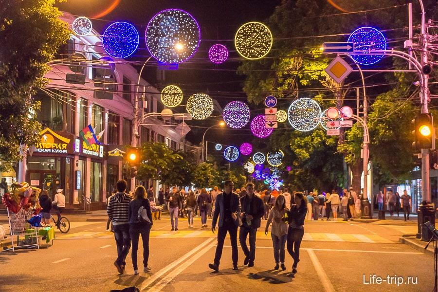 Улица Красная в центре по выходным пешеходная