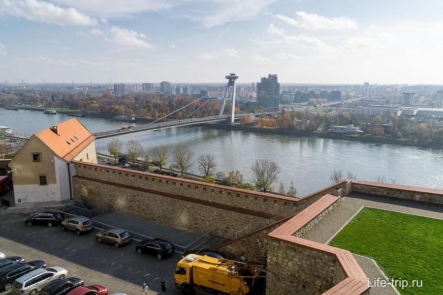 Вид на мост с Братиславского града