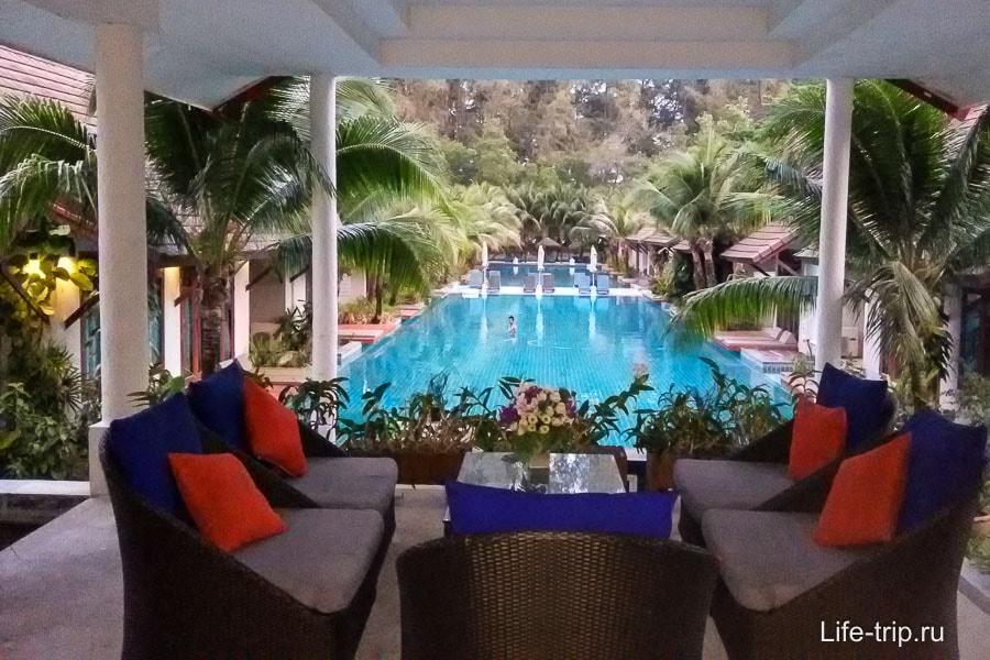 Отель с бассейном на Пхукете