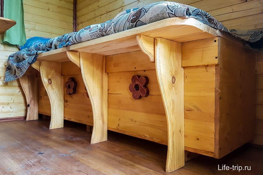 Кровать в апитереме - сон на ульях