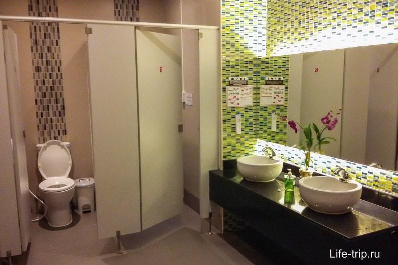 Общественный туалет в госпитале