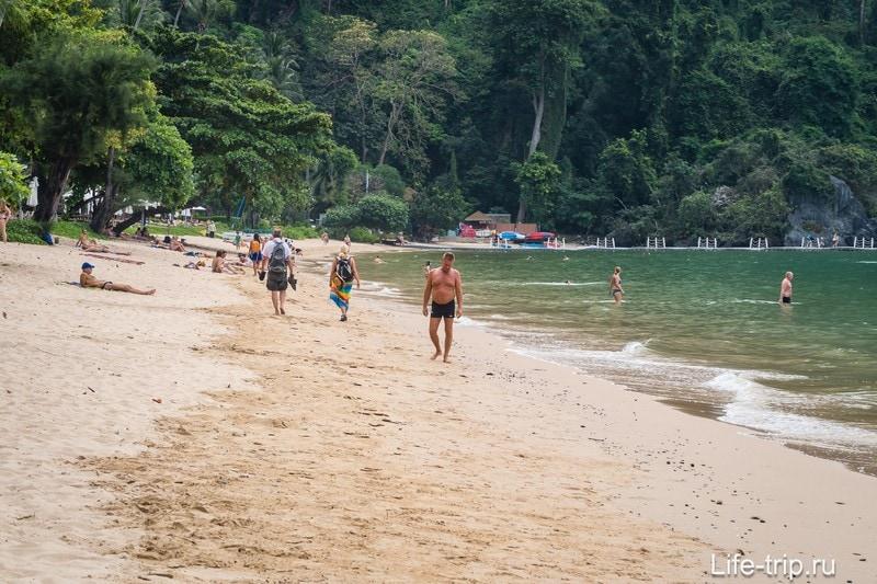 Пляж ухоженный и чистый