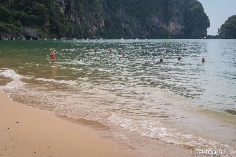 При отливе люди купаются, это к вопросу о глубине