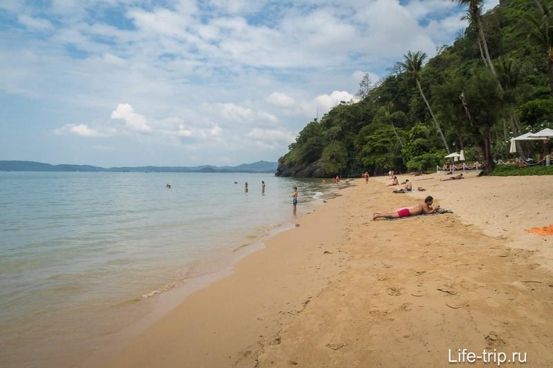 Пай Плонг, вид вправо. За мысом - пляж Ао Нанг