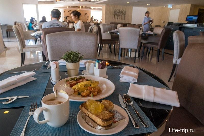 Мой завтрак, можно и на улице сидеть на балконе второго этажа