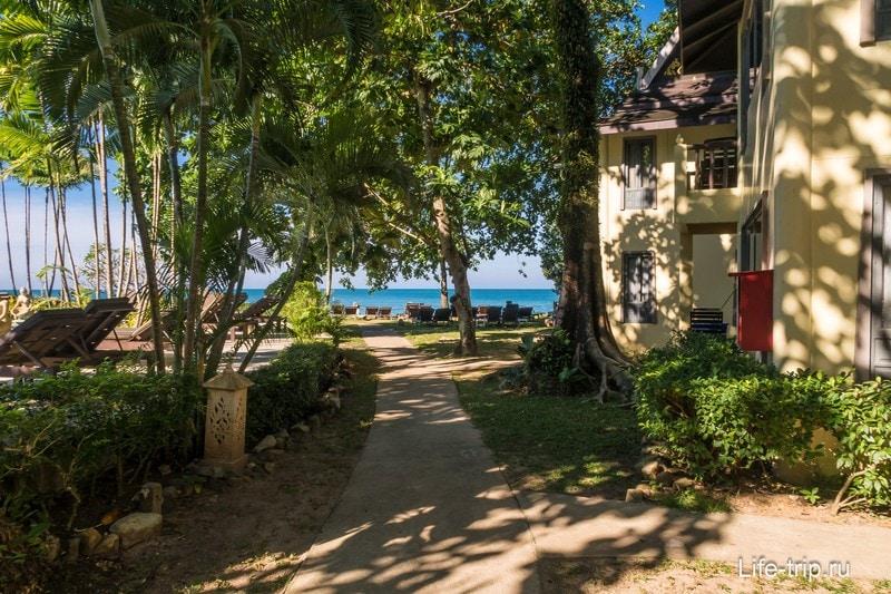 Отель выходит прямо к пляжу